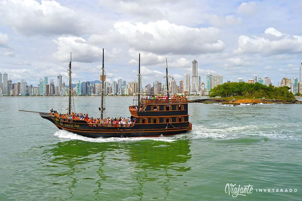 barco pirata balneario camboriu o que fazer em balneário camboriú